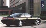 czarny samochód osobowy